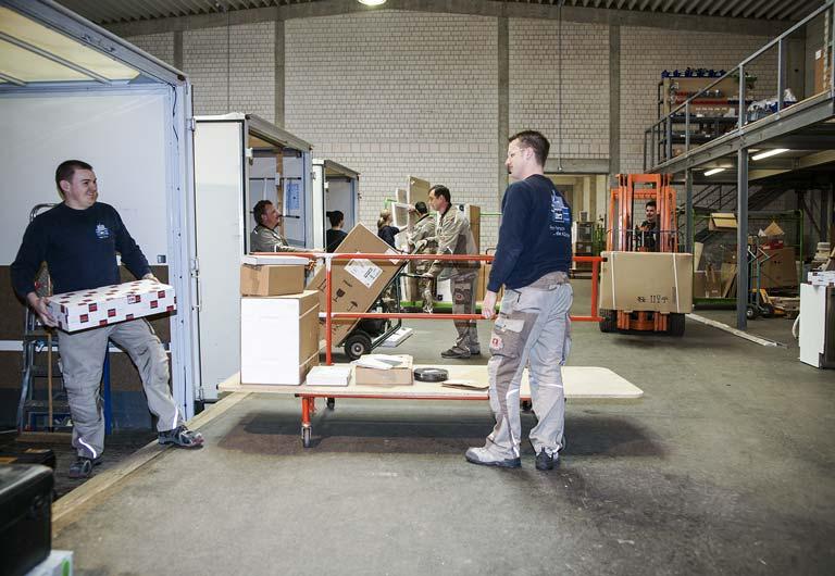Persch Mitarbeiter beim Beladen eines LKW
